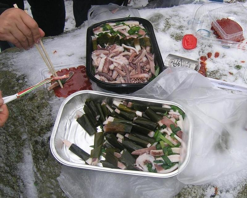 Boiled squid and seaweed