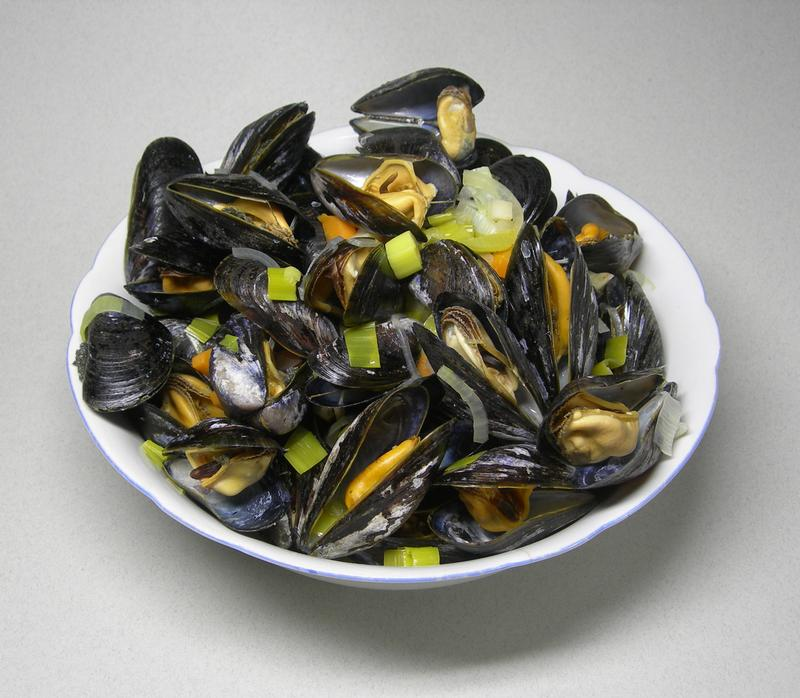 Mussels cooked in wine with vegetables
